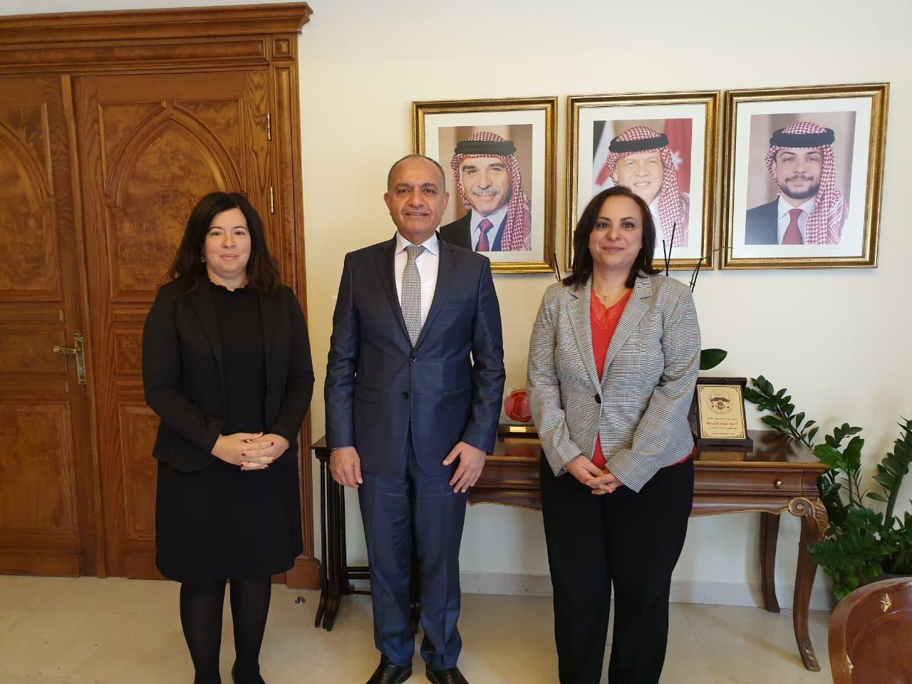 المديرة الإقليمية لبرنامج النساء في الأخبار تلتقي بوزير الدولة لشؤون الإعلام الأردني